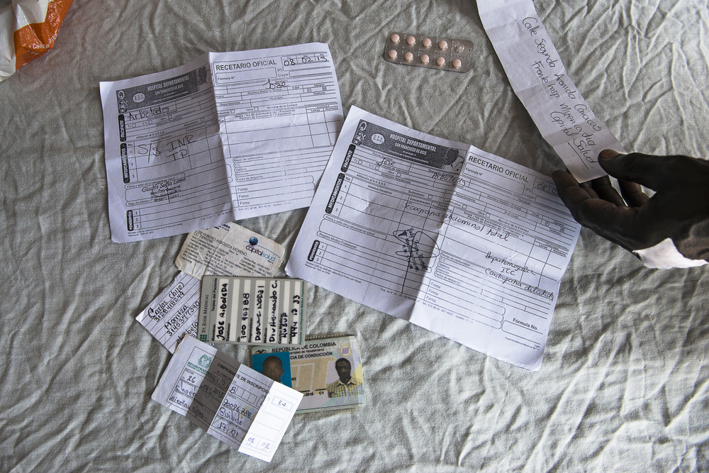 A patient shows the documents he has to present to intent to access to a medical treatment.