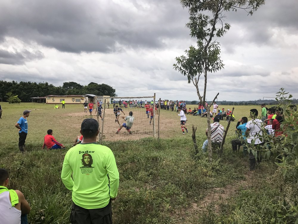 The guerrilleros from the 14 and 15th Front are playing soccer with peasant communities in the South Caquetá.
