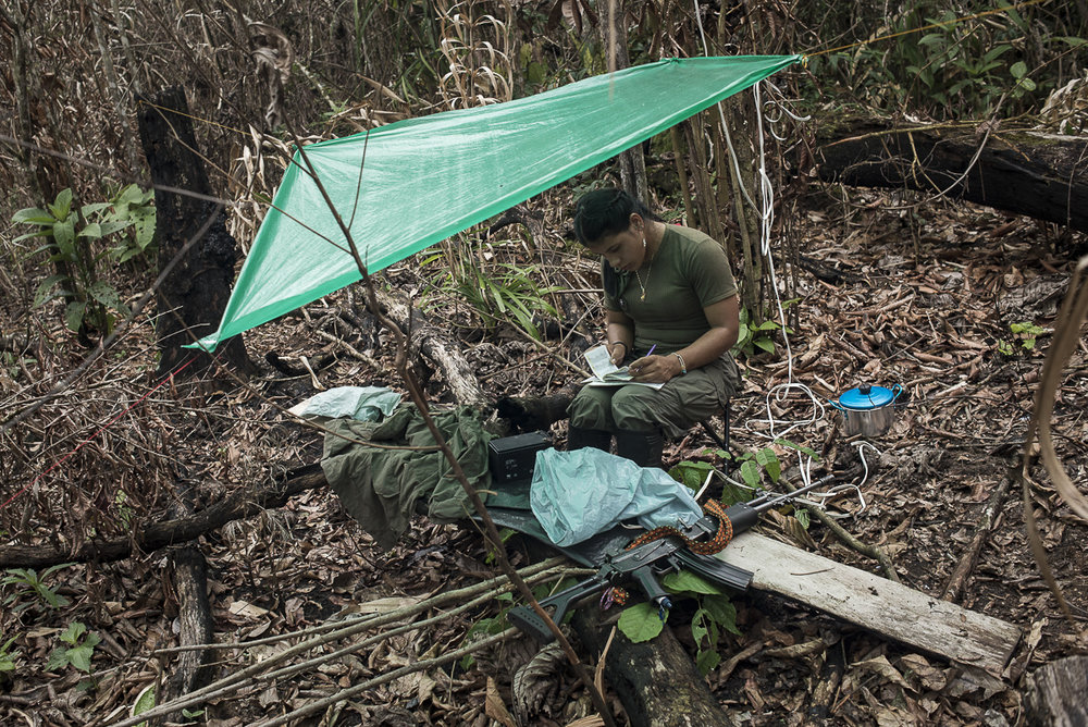 The guerrillera is responsible for communications. Every morning she has to encode messages send them by radio to a commander or another group. The messages talk about daily life, interaction with civilians, or military affairs. It is usual that women are assigned to radio communication. (May 10, 2015. South Caquetá)
