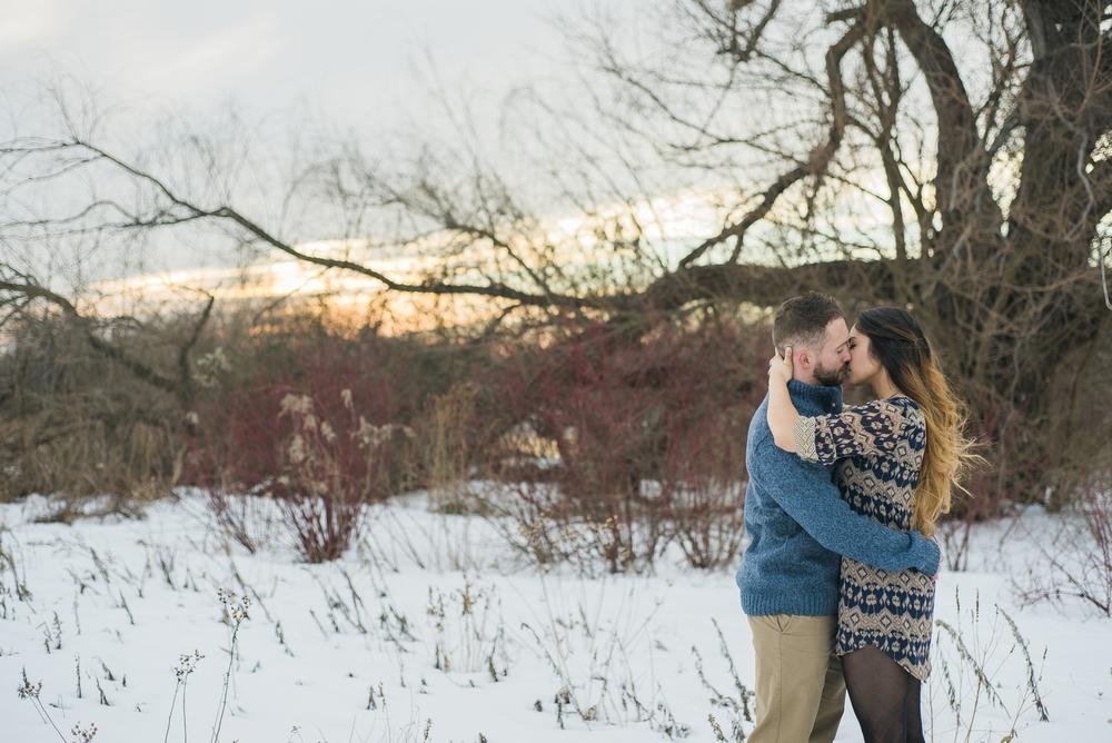 snow-engagement-kiss-photo