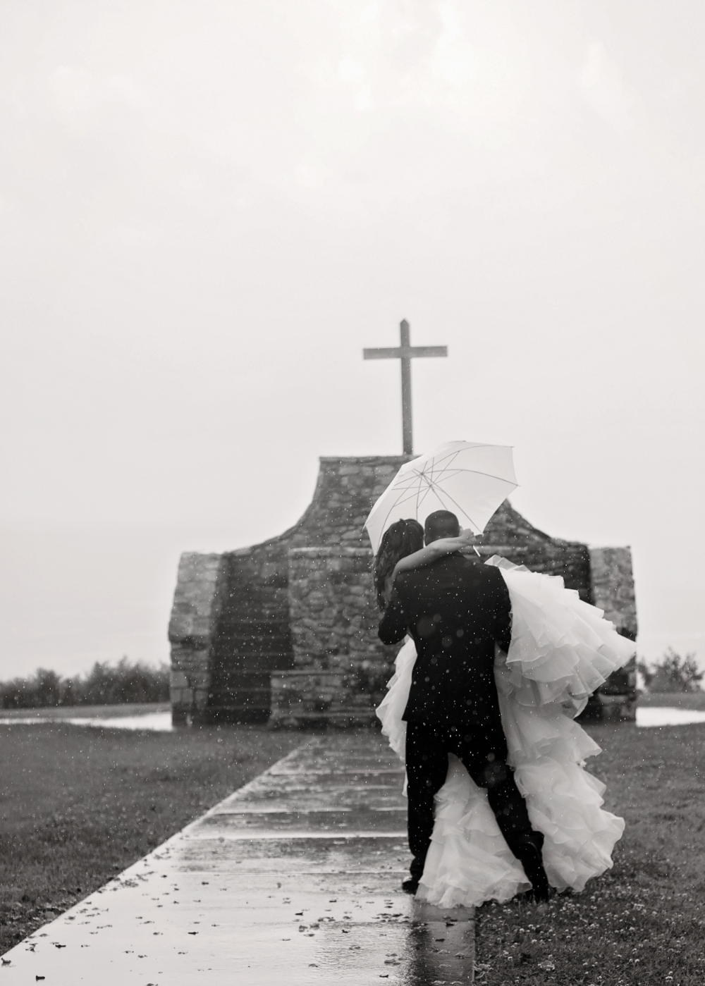 wedding-day-rain-bride-groom