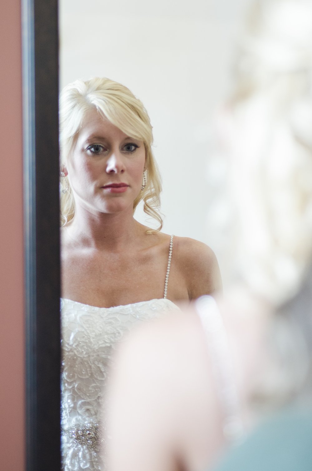 bride-looking-in-mirror