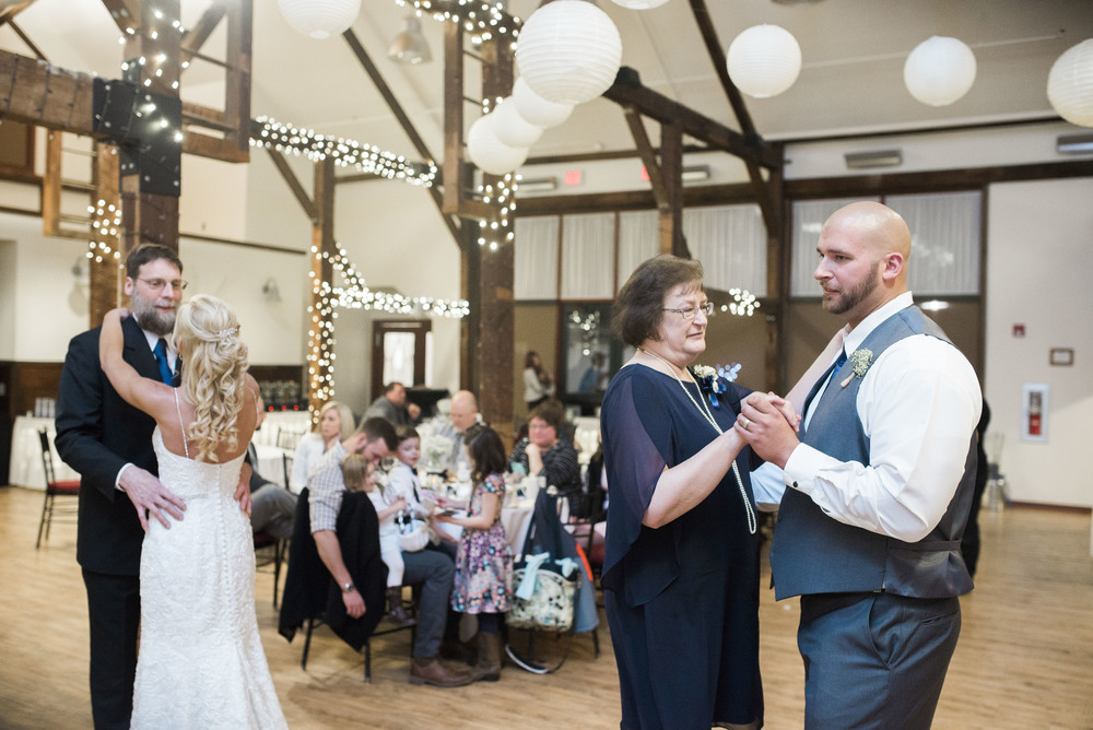 wedding-day-parent-dances-together