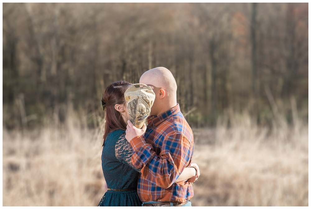 cute-engagement-poses-photography