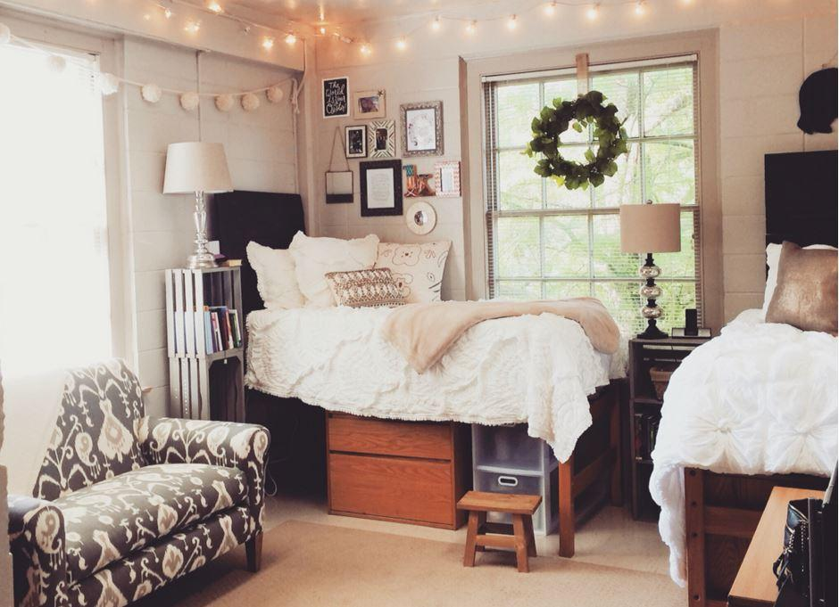 how to minimize your wardrobe for a college dorm room making it in rh makingmanhattan com college dorm rooms with kitchens college dorm rooms that allow pets