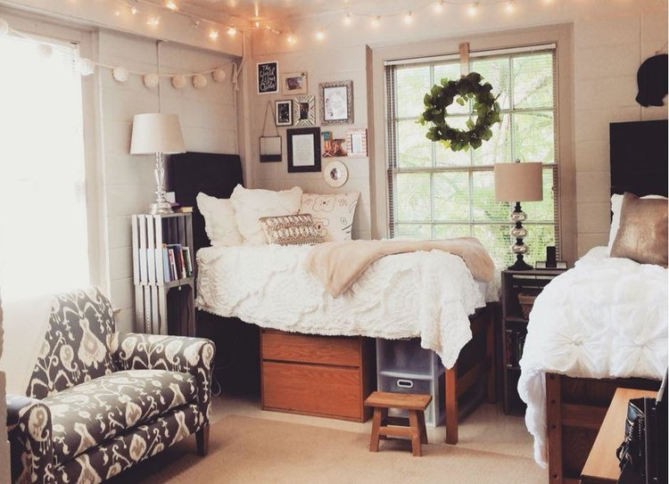 college bedroom. Photo Credit: Pintrest College Bedroom E
