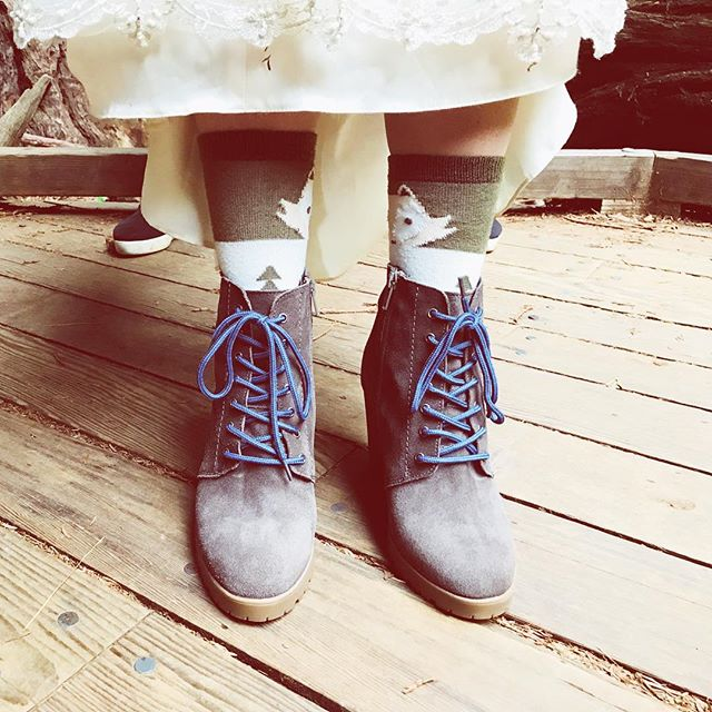 Bride's footwear was on point for her rainy forest wedding tonight 🌲💜🌲✨