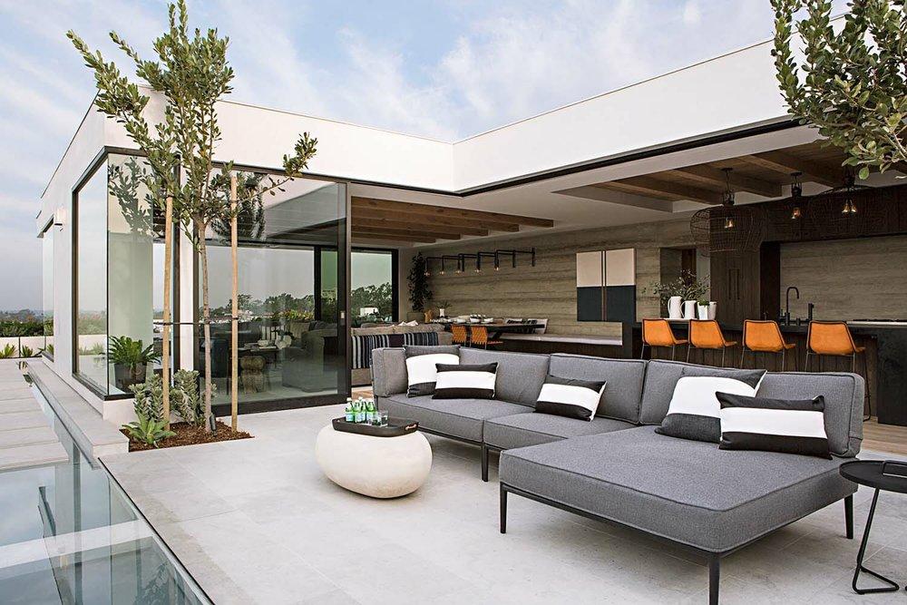 Mid-Century-Seaside-Home-Eric-Olsen-Design-01-1-Kindesign-1.jpg