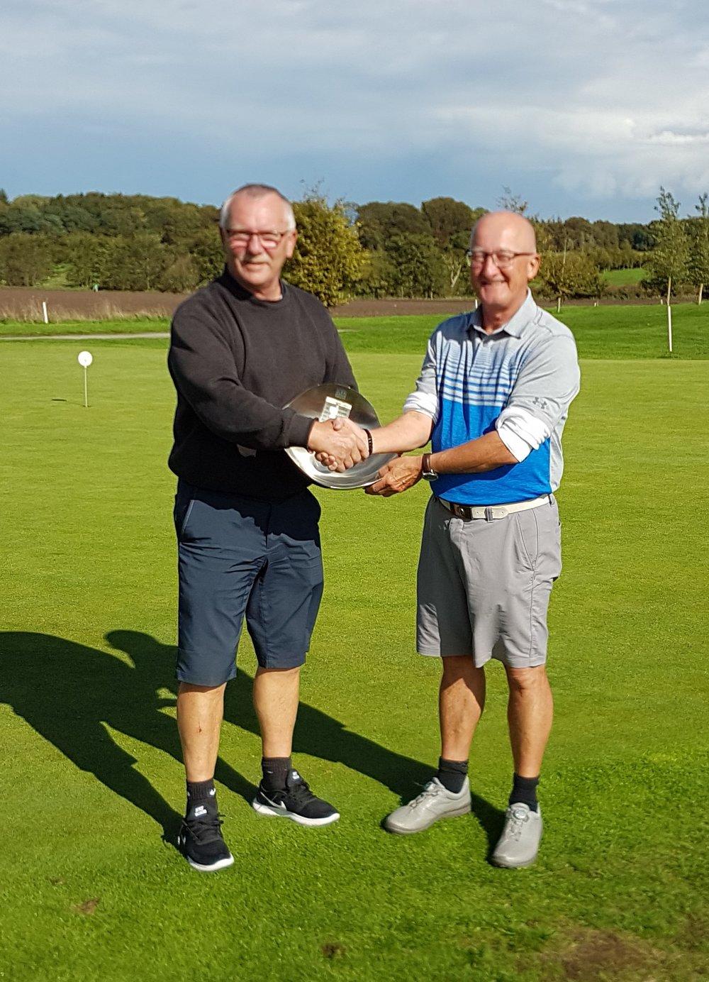 I klubdysten i venskabsturneringen vandt Randers Golf Klub suverænt med 1289 point mod Randers Fjord Golfklub på 1191 point.