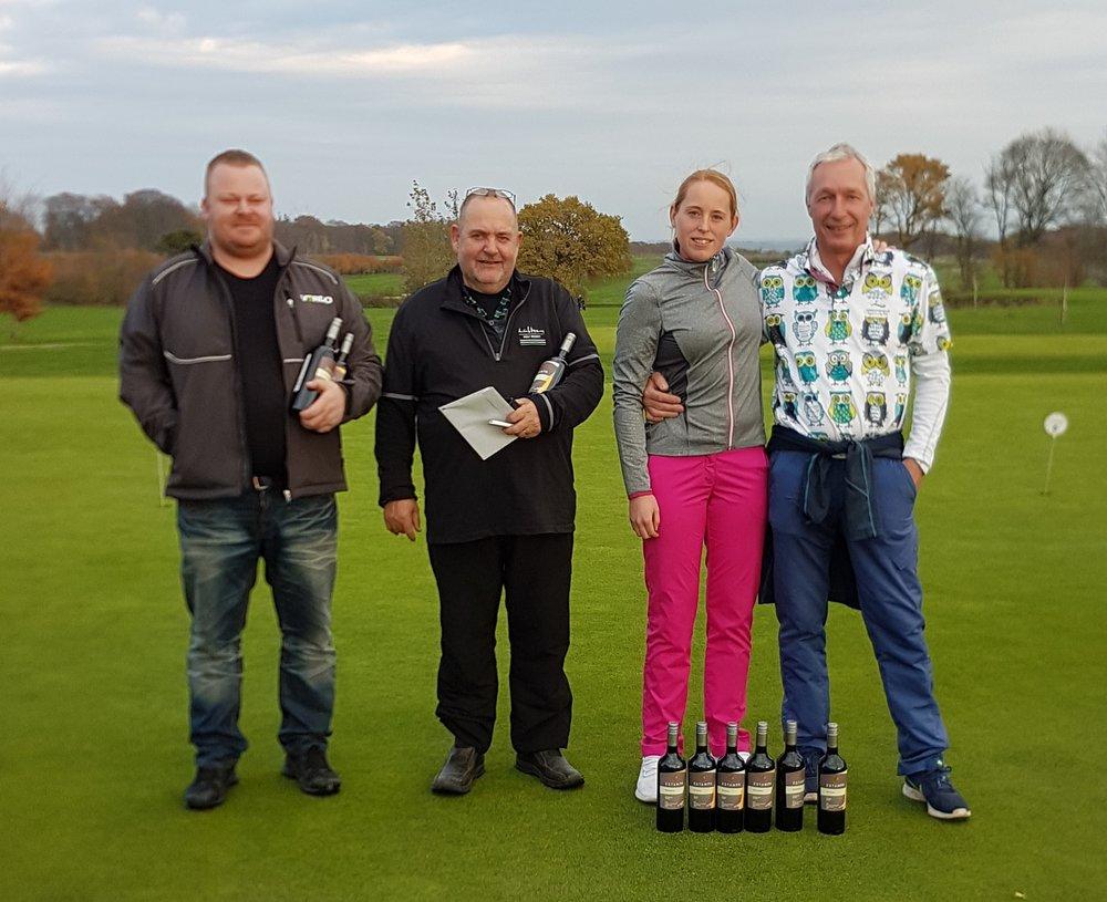 Vinderne af tættest flaget på par 3 hullerne: Lasse Jensen, Allan Andersen, Berit Andersen (2 huller) og Michael Harritz