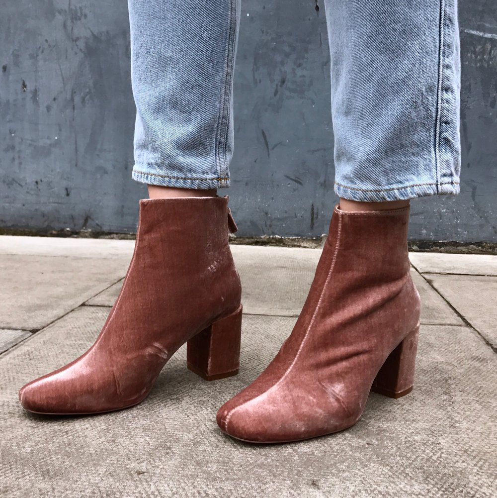 Boots   Zara  , Jeans   H&M