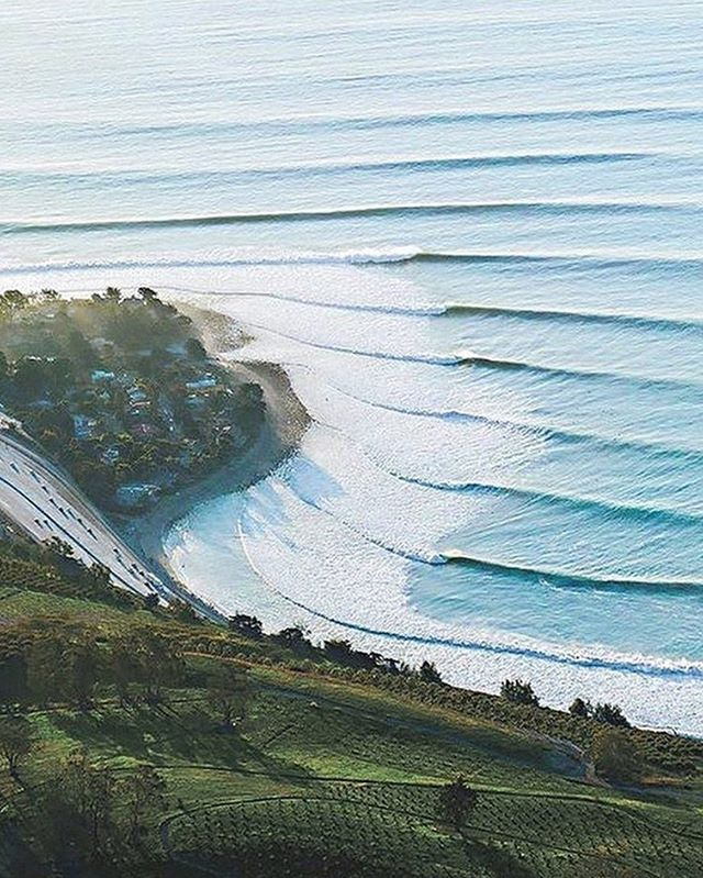 So where did you surf today? And did it look anything like this? 📷 @woodywaveswoodworth