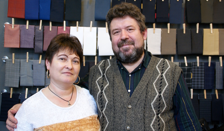 Sofika und Georgel Pasaniuc, Rotknopf, Herren Anzug Wien, Massanzug Wien, Herrenmode Wien