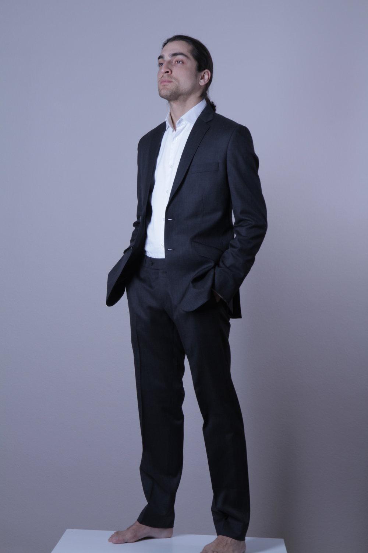 dunkel grau business3_rotknopf anzug.JPG