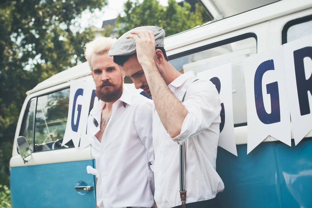 gay hochzeit hemd weiss_rotknopf anzug.jpg