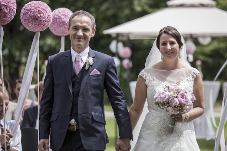 Hochzeitsanzug_klassisch grau_rotknopf massanzüge.jpg