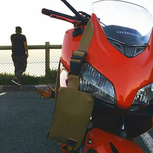 REPOST from @fahleee -  Real chill Sunday rides... @flyingsologear #ukbikers#customsportsbike#bikersofinstagram #killswitchbikes #throttletwistin #throttlesociety #suzuki #universalbikers #sportbikelife #sportbikeenvy #instamotogallery #motorbike #fireblade #bikerboysofinstagram #kawasakizx10r #ilove_motorcycles #throttleworld #sportsbike#sportbikeaddicts#bikeswithoutlimits#ridersbook#sportbikegallery#riderich#pistonaddictz#ukbikelife#motorcycleporn #boss_bikes ✖✖✖✖✖ FOLLOW @flyingsologear for your daily dose 💯  #flyingsologear