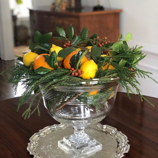 Christmas music playing...overcast here in Virginia...time for an arrangement. @frances_mccarty @bogey tried to copy your arrangements. 😍 @bunnywilliamshome #rosewood table