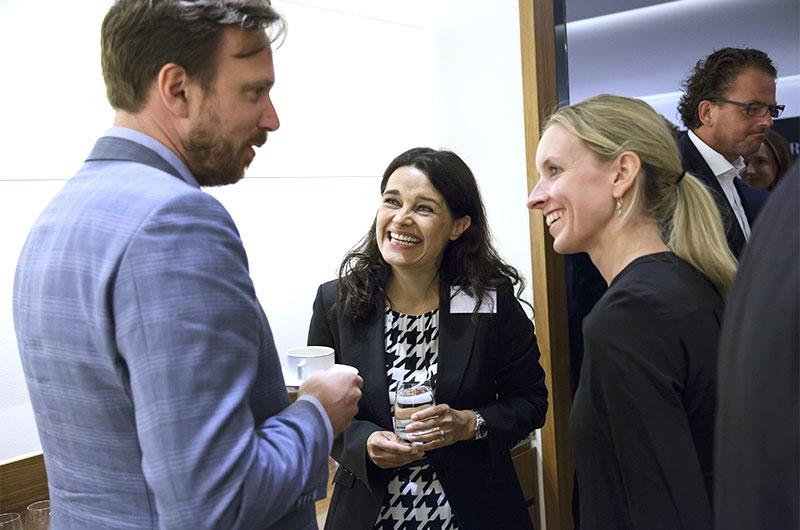 Jenja Carow, KPM, im Gespräch mit Karin Stengele und Stefanie Albrecht, beide Gaggenau