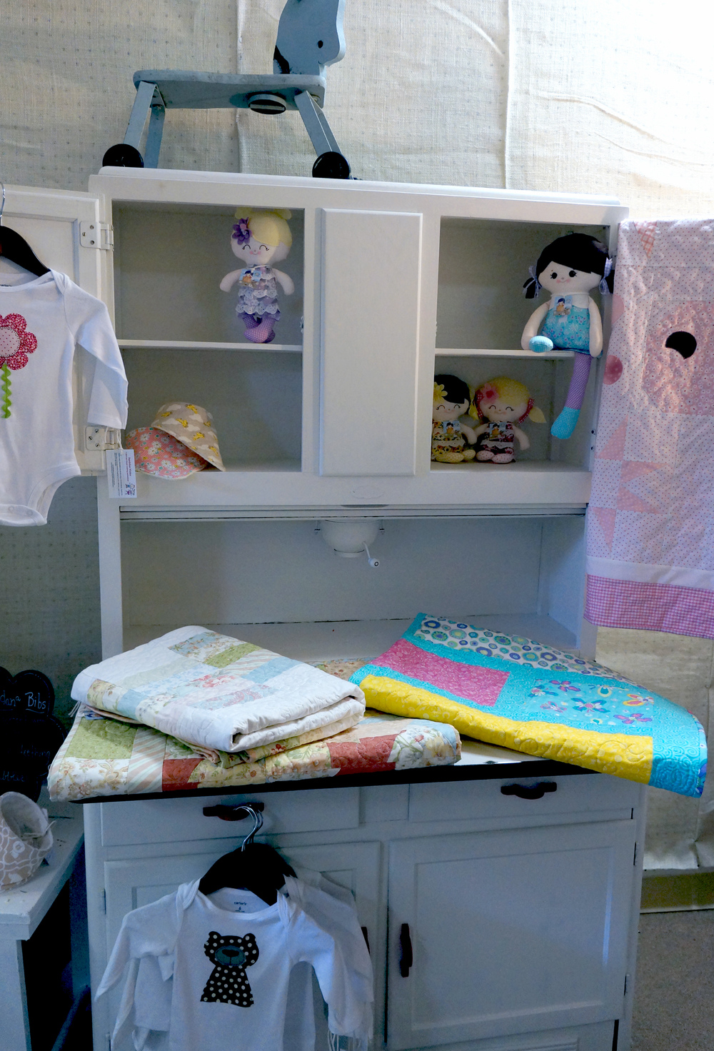 kids-room-hutch.jpg