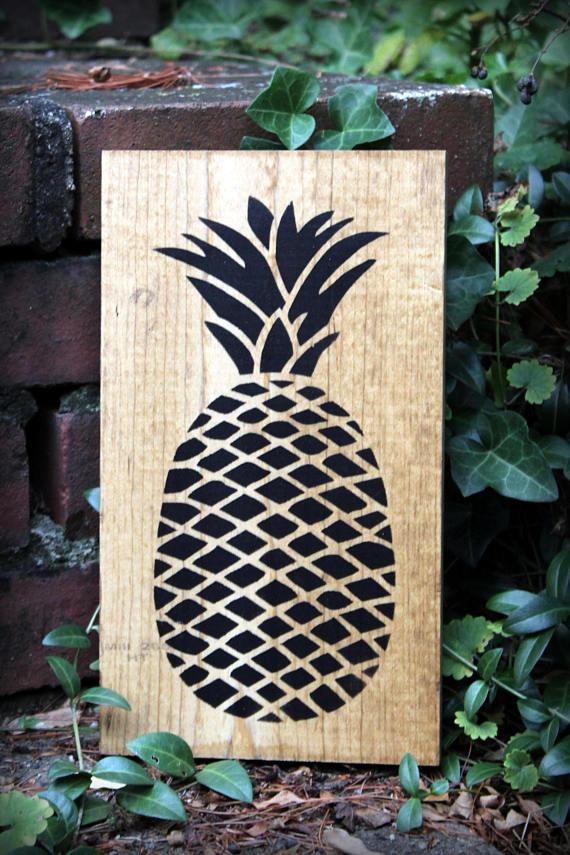pineapple sign.jpg
