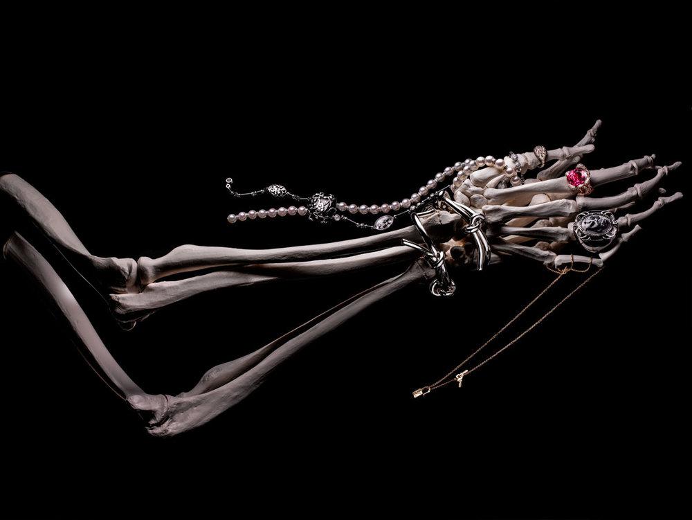 Flaunt_skeleton_hands.jpg
