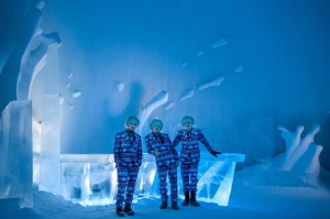 icehotel-25th-annual-icebar-explosion-of-snow-sweden-designboom-05