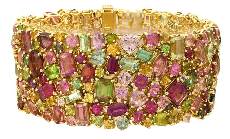 California Queen, Paula Crevoshay, 2017. A bracelet made of over 75 carats of California tourmaline. Courtesy of Crevoshay Studio.