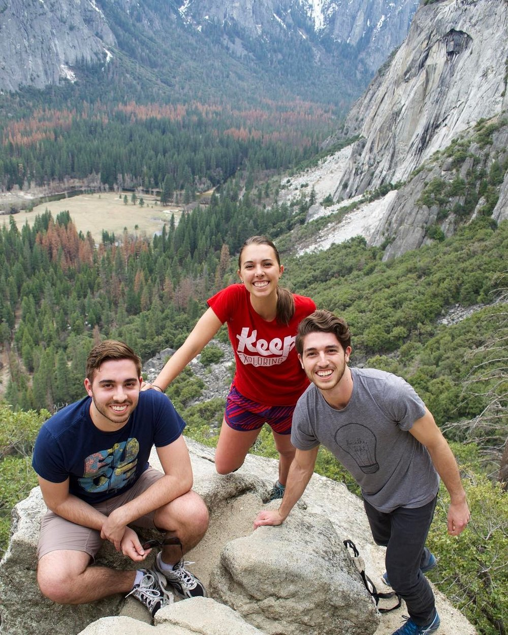 Who better to explore with than your own fam? @mar_stop hike the trails of Upper Yosemite Falls