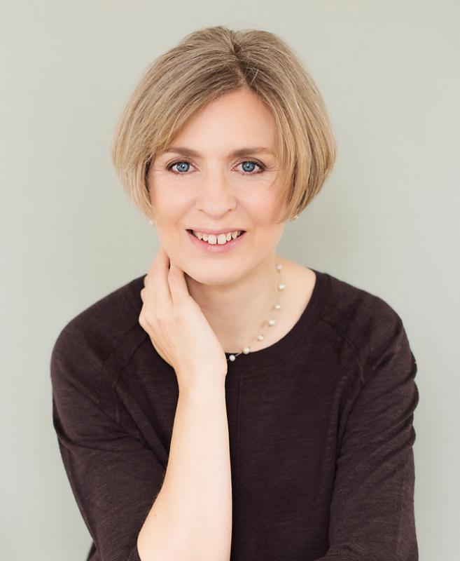 Lynne Wilkins, Cognitive Hypnotherapist