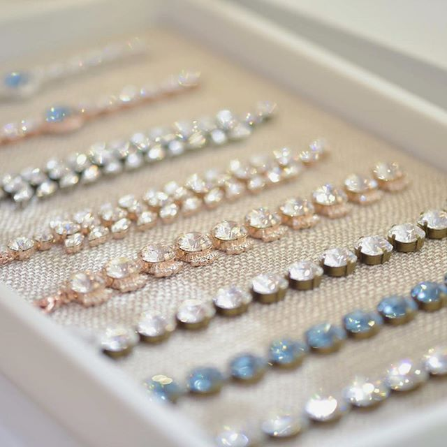 Sunday sparkles!!! ✨✨✨ Atzi Bridal jewelry is made with Swarovski crystals! So you are guaranteed to sparkle! 😉✨