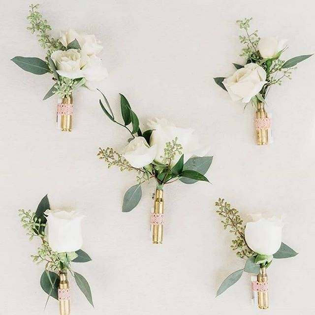 Check out these gorgeous modern boutonnières from one of our favorite floral designers @hanabloomfloral! 😍