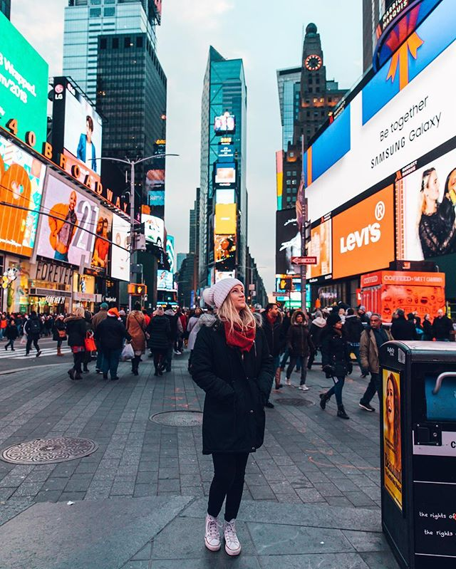 just trying not to get lost in the crowd. which at a very small stature is very easy for me to do 🤷🏼‍♀️ 🗽💫 #newyork #timessquare #funsized