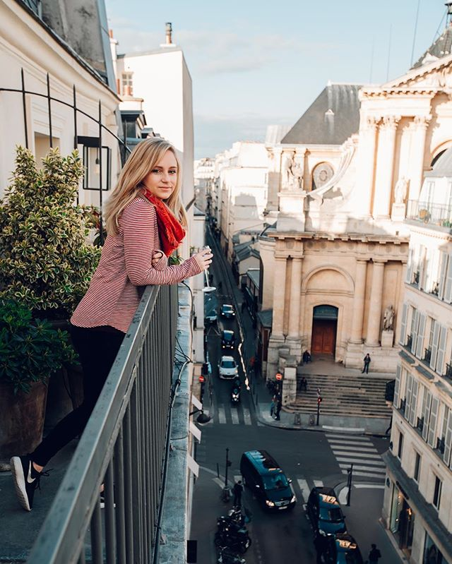 Est-ce que tu parles français? No? Me either.🤷🏼‍♀️🍷 I could get used to living here, maybe not Paris but somewhere in Europe. I like that they drink wine all the time, sit and enjoy dinner with each other and don't really have a concept of time or a schedule. 😌I'll come home this time, but can't promise anything next time 👋🏻 #europetravel #paris