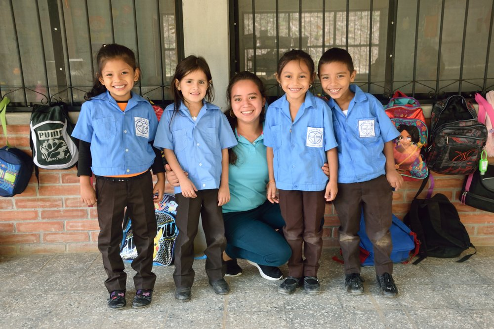 Profe Edna with several of the children in her 'Prepa' (Kindergarten) class.