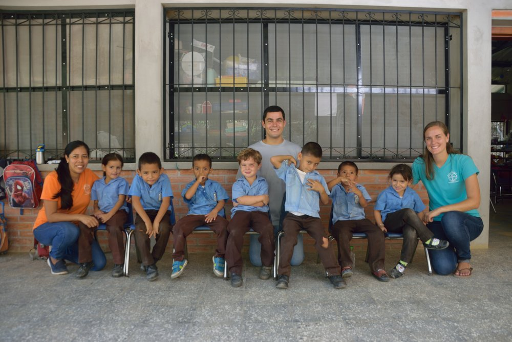 Miss Savanah (on the right) with her 'kinder' students last year along with Profe Ana, who teaches the 'kinder' kids in Spanish half the day and Mr. Zack (2016-18 Amigos volunteer), who helped in the classroom for several weeks.