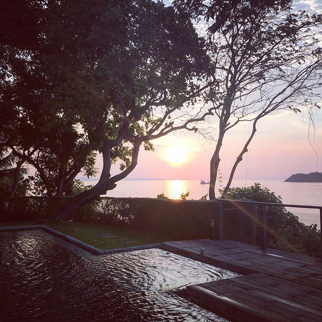 #firstsunrise #thailand 🇹🇭💙❤️