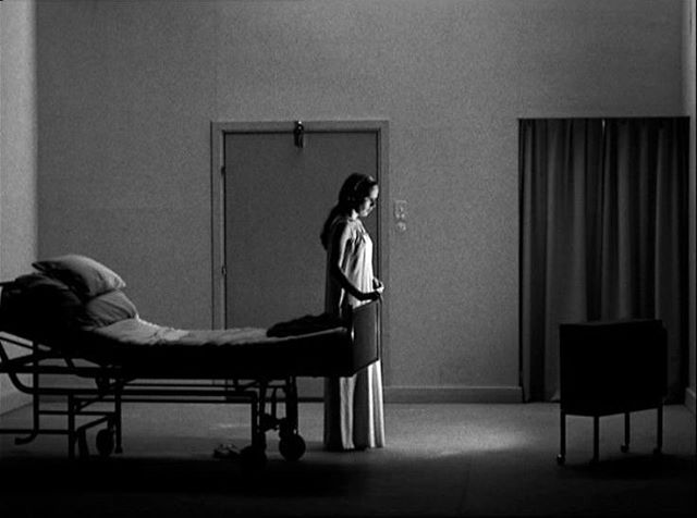 Some frames of reference are just absolutely perfect. I'm particularly fond of the horrifically desolate feel that has been created here.⠀ ⠀ #cinematography #film #vintagefilm #filmnoir