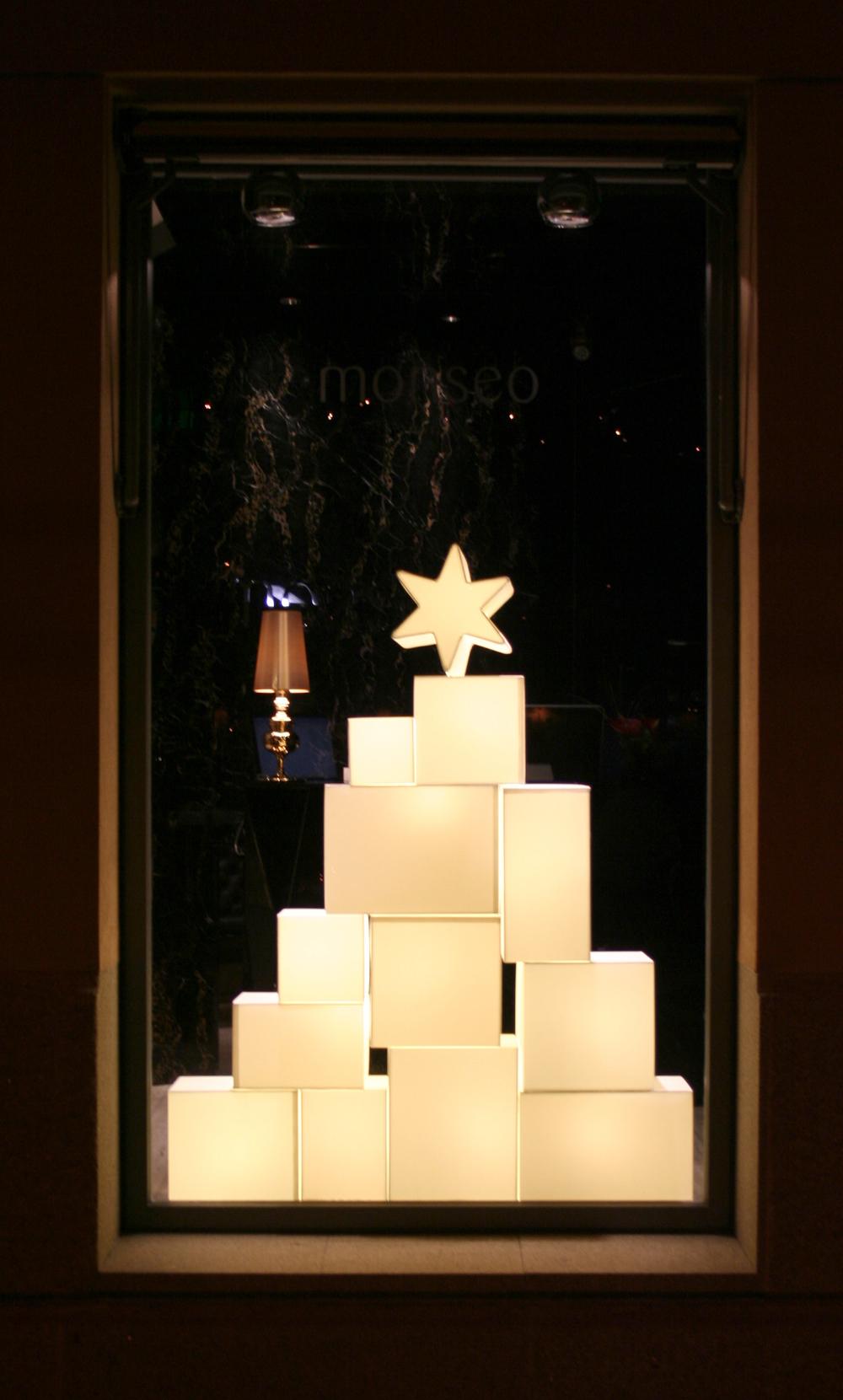 Christmas tree Windows displays Monseo, 2009