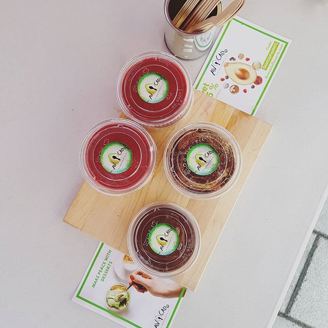 What's your favourite Avocado Dessert? 🙄  NEWS! 📯 We will be at the @mcgillu farmers market every Thursday in September.  With @rawlin.rolls @bocaverdemtl  #healthyeveryday  #delicious #eatwithapurpose #satisfying #nutrition #avocadodesserts #chocolate #dairyfree #raspberry #cheesecake #coffee #tiramisu