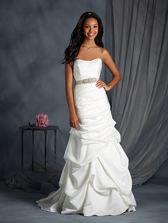 SALE!! #2552 Alfred Angelo Bridal Gown — Danielly\'s Boutique