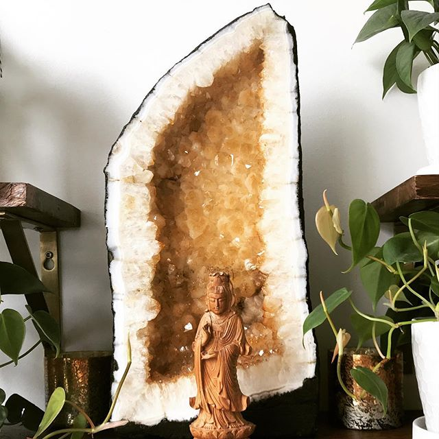 We have to admit that we are slightly thrilled about our new giant citrine that is gracing the Studio! We can't wait to show it to you on your next visit ( ok let's be honest- you can't miss it. It's front and center in our reception area!). Come in for a massage session or a facial. We have s few openings left this week! 😃❤️ . . . . . #massagetherapy #massagetherapist #holisticskincare #sfesthetician #naturalskincare #sfspa #studiosoothe #massage #healthwellness #spalife
