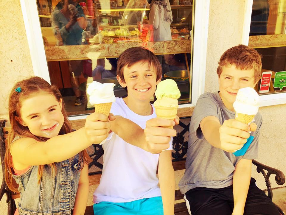 kids w gelato.jpg