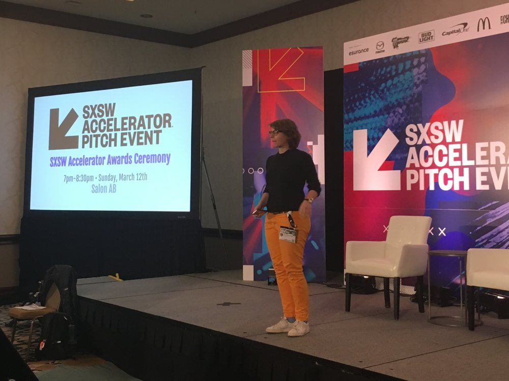 Gründerin Enri Chantal Strobel beim SXSW Accelerator Pitch Event in Texas