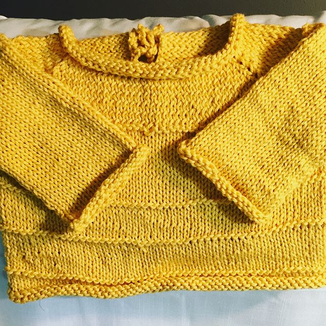 And it's done! Spud & Chloe's Pint-Size Sweater, 12 mo. Thanks to @kirbiebird at @harrietandalice for the class! It's not perfect; however, it's my first garment construction. Already started my second sweater in a lovely soft blue for the niece of my beautiful friend @healeybarnes  #spudandchloe #knitting #babysweater #harrietandalice #blueskyfibers