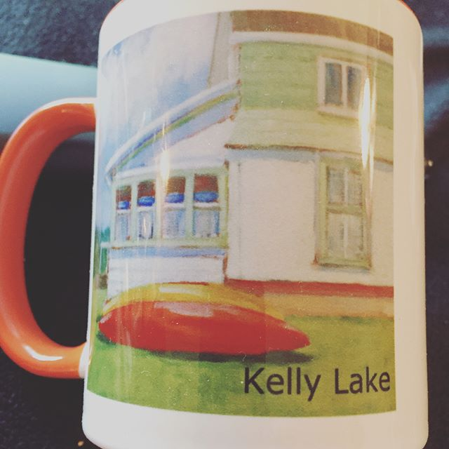 I have a wonderfully talented aunt who is an oil painter and transformed some of her paintings into coffee cups. They have a place in Kelly Lake, WI. Fun! @artworksusan #kellylake #wisconsin #painting #art #auntsarethebest