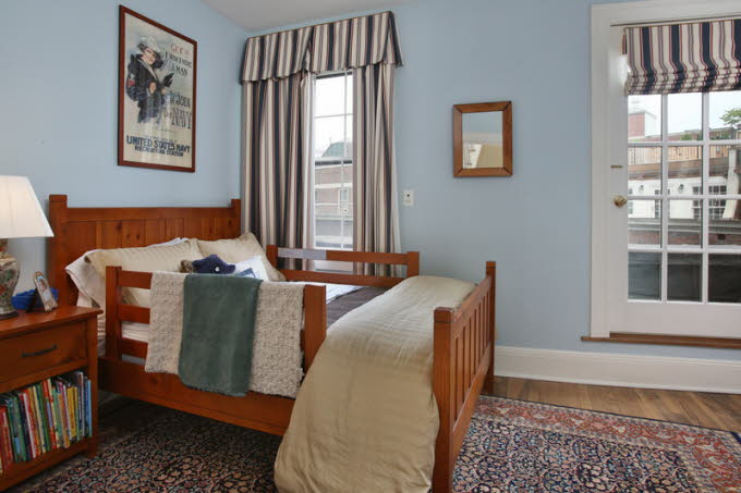 db_7_West-Hill-Place__Bedroom-Photo_800-M1.jpg