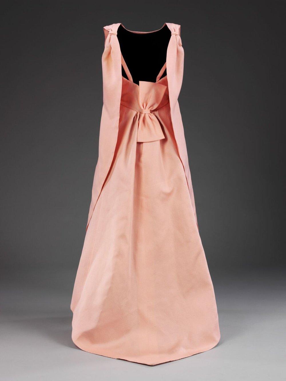 Balenciaga_exposition_robe longue rose.jpg