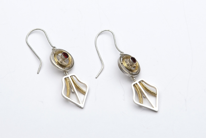 18ct gold, garnet and silver