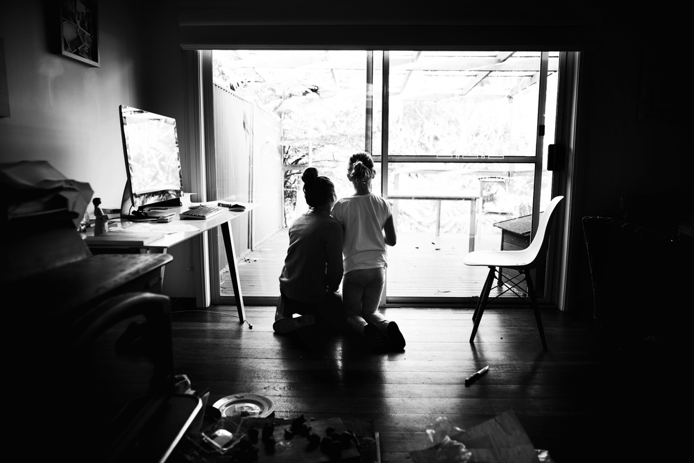 Sisters drawing in the lounge room. Lifestyle photography by Cindy Cavanagh